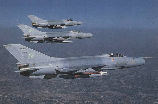 Chinese-fighter-jets-in-air-zgjunshi.com-