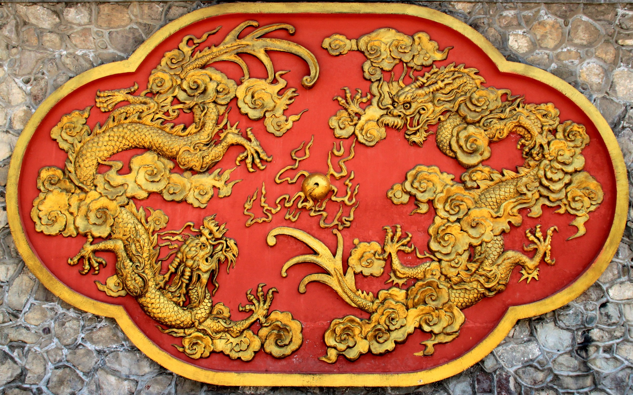 Dragon red gold emblem cropped Redocn_2014080913144634 (2500 x 1563)