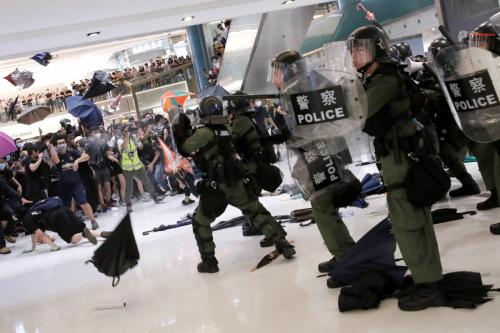 HK police being attacked in shopping mall and using pepper spray to push them back (1)